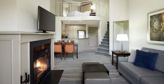 Homewood Suites by Hilton Mont-Tremblant Resort - Mont-Tremblant - Living room