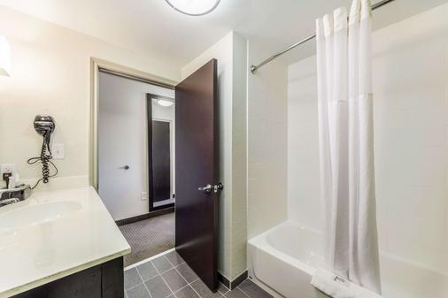 Sleep Inn and Suites Jourdanton - Pleasanton - Jourdanton - Bathroom