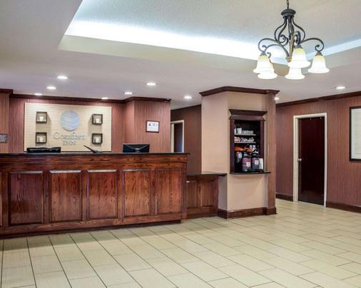Comfort Inn - Fayetteville - Front desk