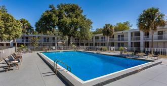 Motel 6 Gainesville, FL - Gainesville - Piscina