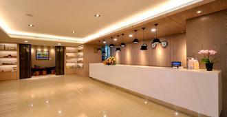 Toong Mao Evergreen Hotel - Kaohsiung - Receptionist