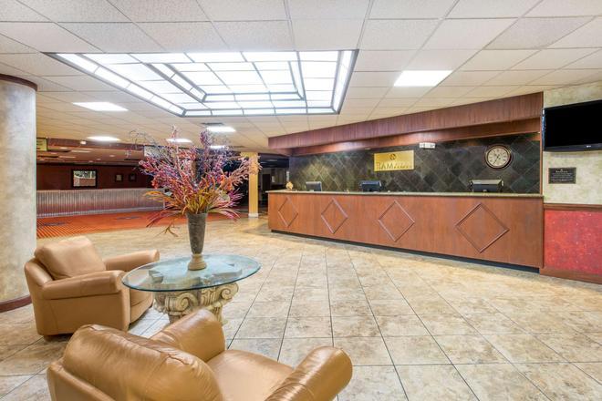 Ramada by Wyndham Kearney - Kearney - Lobby
