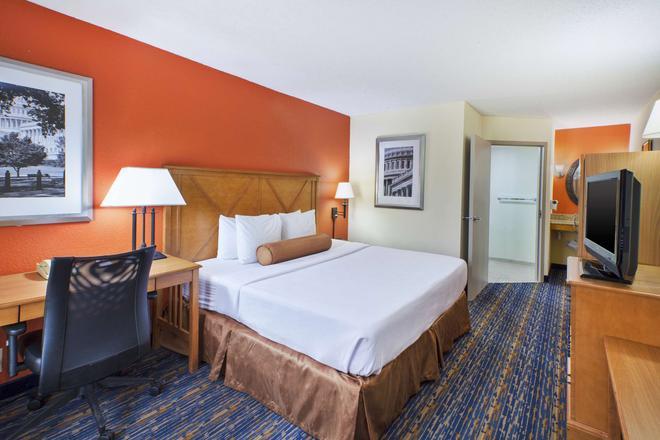 Best Western Dulles Airport Inn - Sterling - Bedroom
