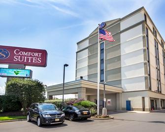 Comfort Suites at Woodbridge - Avenel - Building