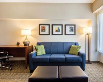 Comfort Suites at Woodbridge - Avenel - Living room