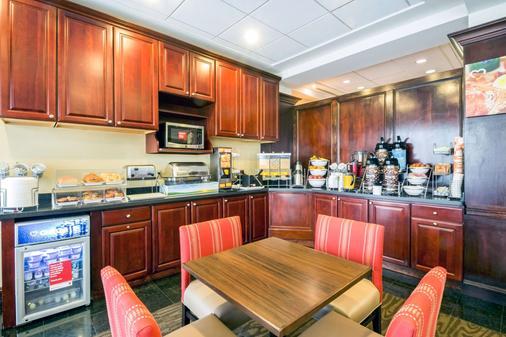 Comfort Suites at Woodbridge - Avenel - Buffet