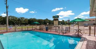 Quality Inn Little Creek - Virginia Beach - Piscina