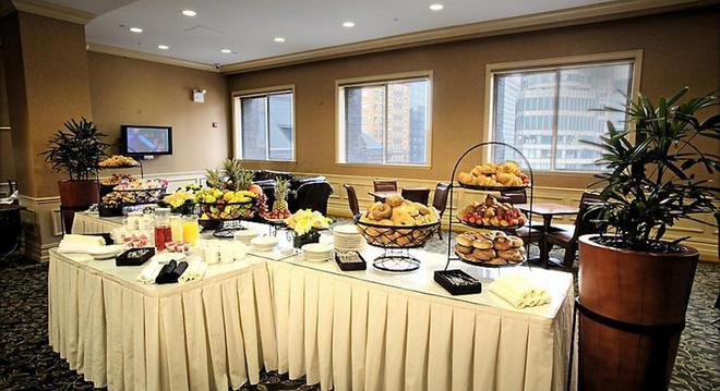 The Manhattan Club - New York - Buffet