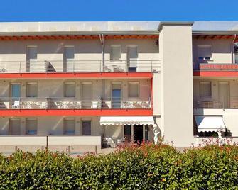Hotel Residence Sole - Fontanafredda - Building