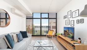 Newtown's Best Designer Apartment H395 - Sydney - Living room