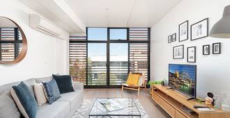 Newtown's Best Designer Apartment H395 - סידני - סלון