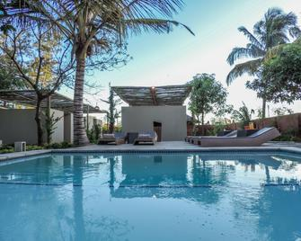 Liv Inn Guest House - Maputo - Pool