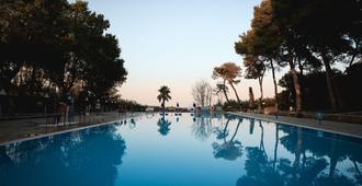 穆里諾水之葉中央假日飯店 - 奧特朗托 - 游泳池