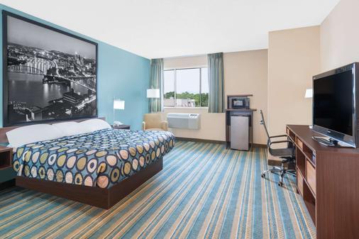 Super 8 by Wyndham Hanover - Hanover - Bedroom