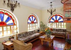 Vieja Cuba Hotel - Quito - Lobby