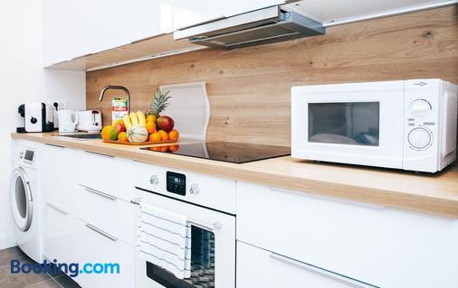 Vicky - Le Thillay - Kitchen