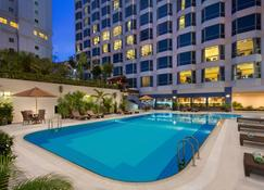 Millennium Hotel Sirih Jakarta - Yakarta - Piscina