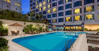 Millennium Hotel Sirih Jakarta - Jakarta - Svømmebasseng