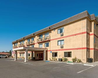 Econo Lodge Inn & Suites Yuba City - Yuba City - Gebäude