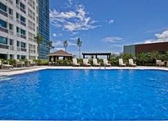 Quest Hotel & Conference Center - Cebu - סבו סיטי - בריכה