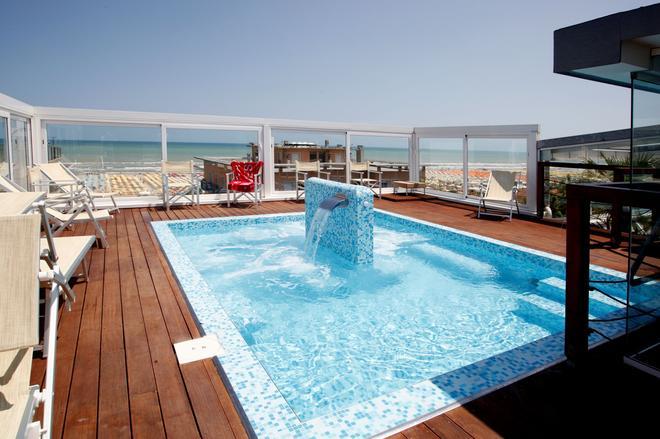 巴拿馬雄偉酒店 - 里米尼 - 里米尼 - 游泳池