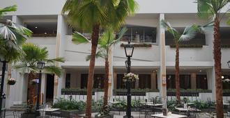 Hotel Savoy Homann - Băng-đung - Hàng hiên