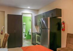 Econo Lodge - Winnipeg - Schlafzimmer