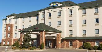 Days Inn by Wyndham Saskatoon - ססקאטון