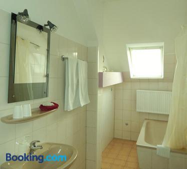 Hotel Schweizerhaus - Lübeck - Bathroom