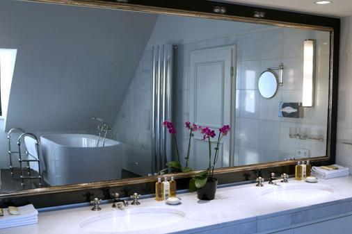Hotel München Palace - Munich - Bathroom