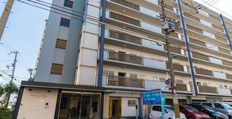 Universal Bay Condominium - Osaka - Building