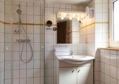 The Originals Access, Hôtel Colmar Gare (P'tit Dej-Hotel) - Colmar - Bathroom