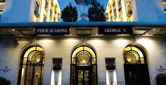 فور سيزونز هوتل جورج في - باريس - مبنى