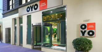 OYO Times Square - New York - Hotel Entrance