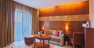 Oakwood Residence Naylor Road Pune - Pune - Living room