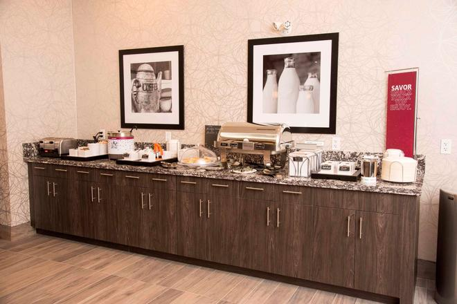 Hampton Inn & Suites by Hilton Thunder Bay Ontario - Thunder Bay - Buffet