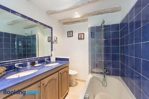 Les Messugues - Saint-Paul-de-Vence - Bathroom