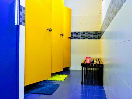 Yellow Nest Hostel Barcelona - Barcelona - Bathroom