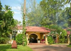 Taj Holiday Village Resort & Spa, Goa - קנדולים