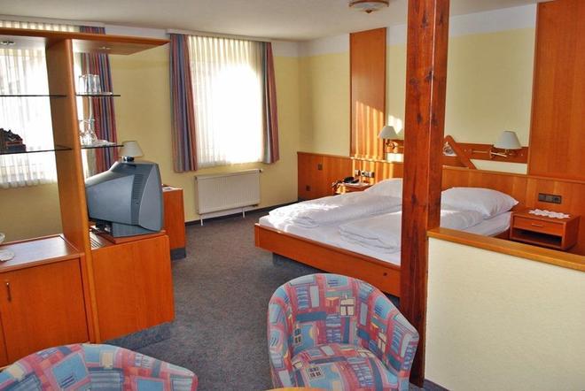 City Partner Hotel Strauss - Wurzburg - Bedroom