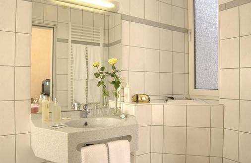 City Partner Hotel Strauss - Wurzburg - Bathroom