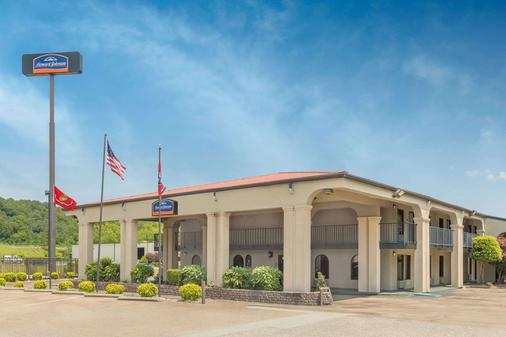 Howard Johnson by Wyndham, Chattanooga Lookout Mountain - Chattanooga - Building
