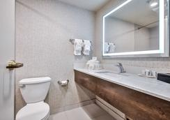 Comfort Inn & Suites South - Calgary - Bathroom