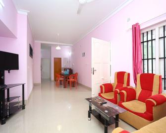 Oyo 15916 Home Cozy 2bhk Kalpetta - Kalpetta - Living room