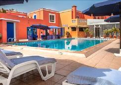 Hotel La Madrague - Dakar - Bể bơi