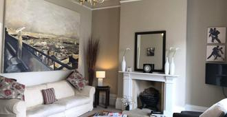 The Cheltenham Townhouse & Apartments - Cheltenham - Living room