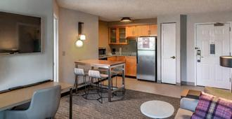 Residence Inn by Marriott Anchorage Midtown - Anchorage - Quarto