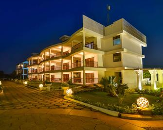 Park Regis Goa - Arpora - Building