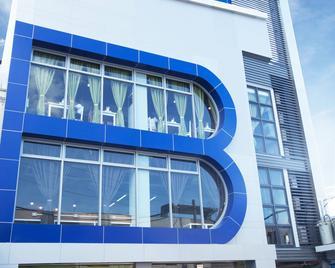 Bed+bath Serviced Suites - Ілоіло - Building
