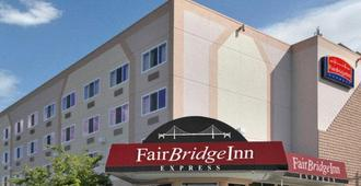 La Quinta Inn & Suites by Wyndham Spokane Downtown - Spokane - Building